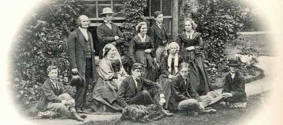 rev-pullman-may-and-his-family-outside-south-petherwin-vicarage