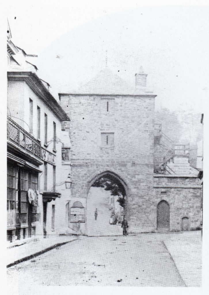 The Southgate from Southgate Street c.1870. Photo by Henry Hayman.