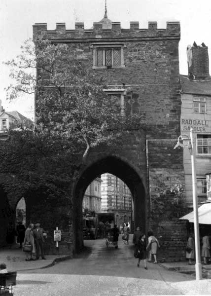 southgate-arch-1960