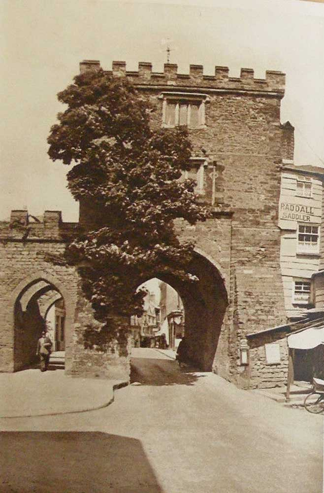 southgate-arch-in-the-1940s