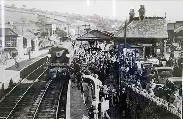Unveiling of Launceston Bullied train naming ceremony at Launceston Railway Station in 1947.