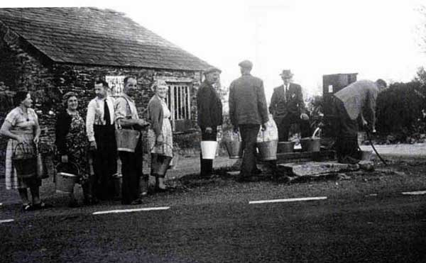 A queue for water at the South Petherwin Pump.