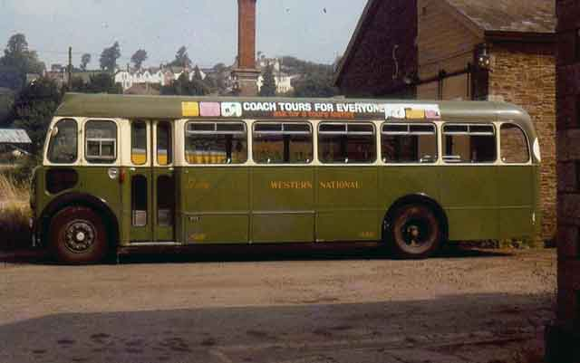 western-national-bus-at-launceston-gwr-station