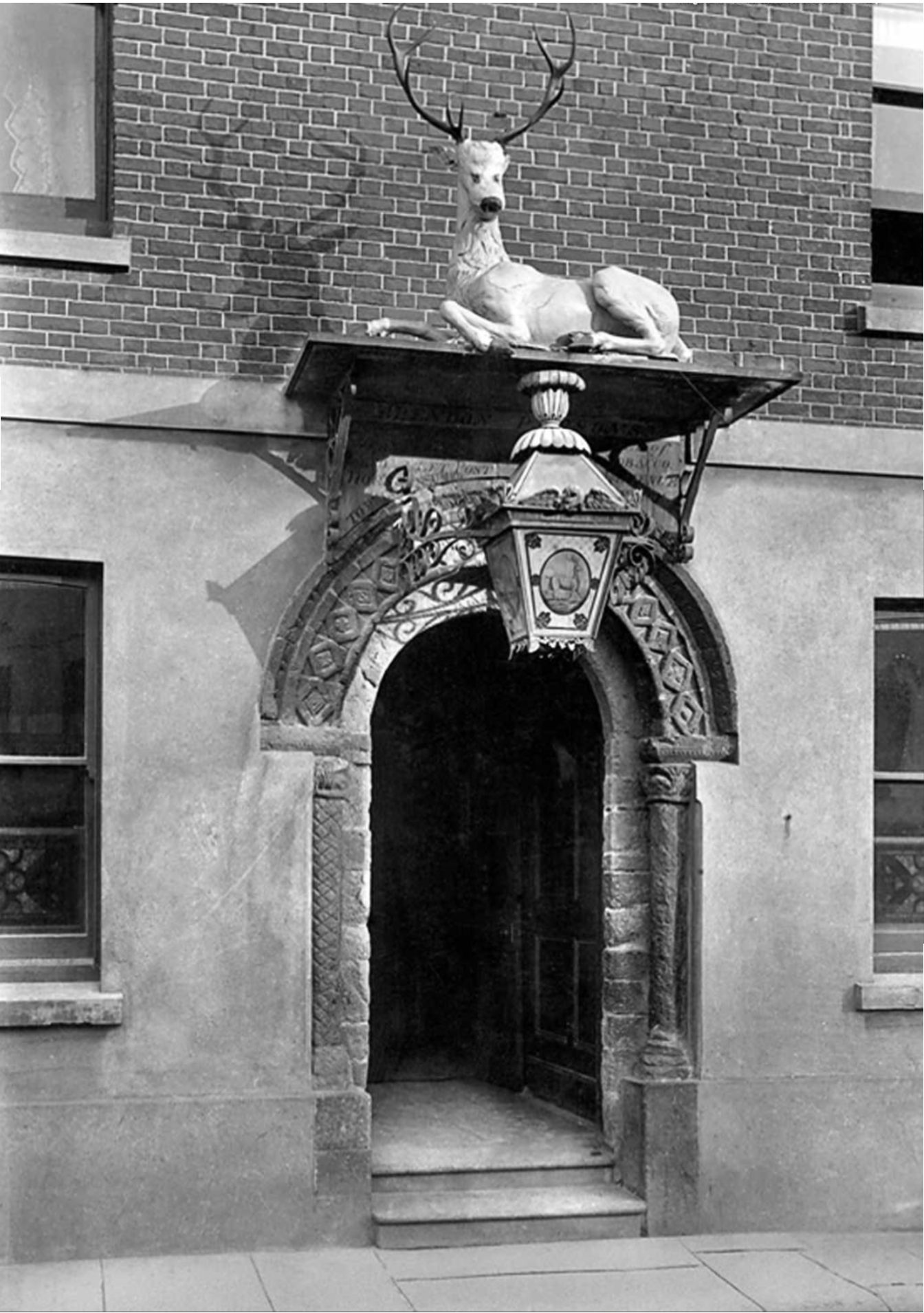 white-hart-entrance-1890