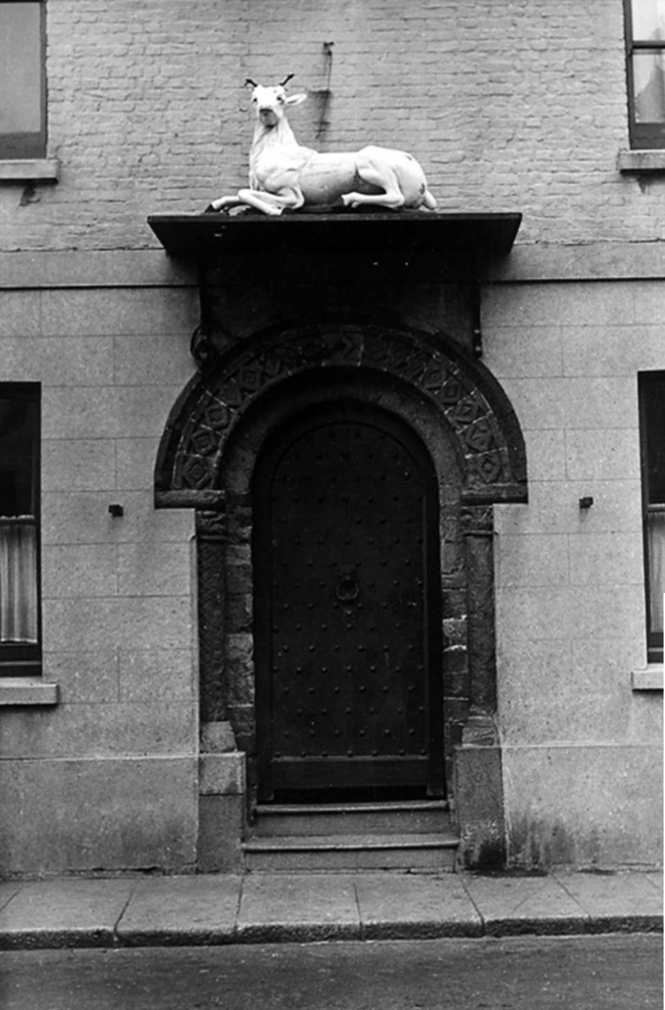 white-hart-entrance-in-1955