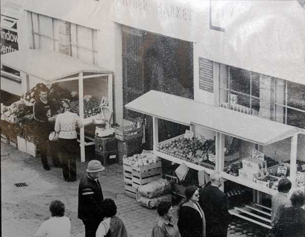 bakers-fruit-and-veg-stall-in-the-pannier-market