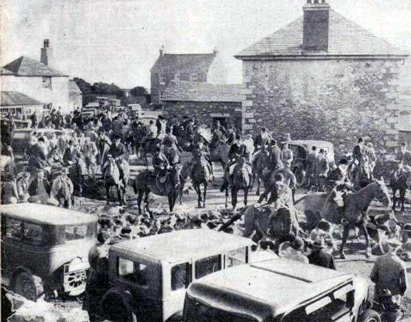 east-cornwall-hunt-meet-at-minions-1935