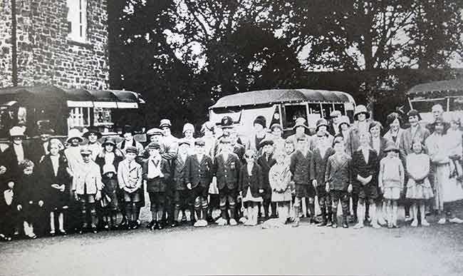 egloskerry-school-outing-in-1930