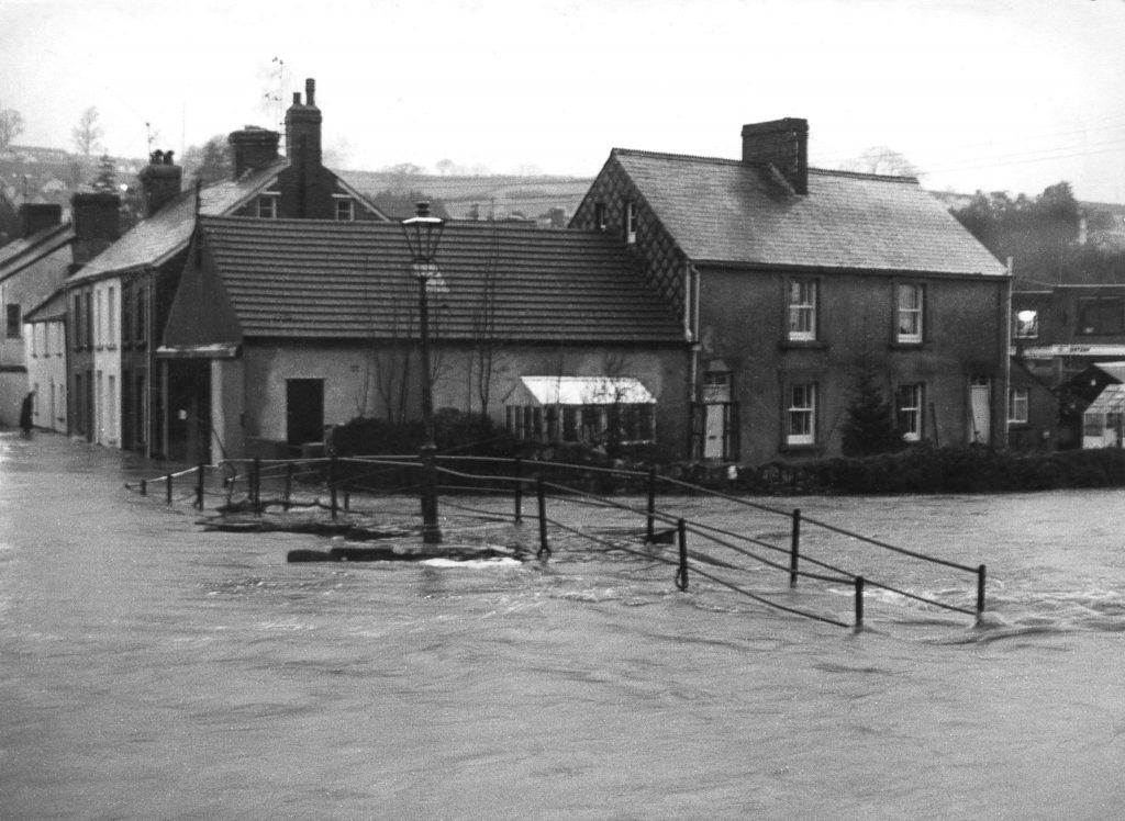 Flooding at Priors Bridge December 1908.