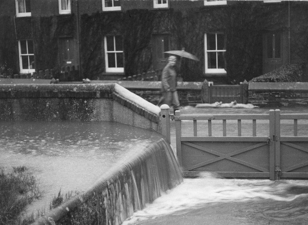 Flooded Tredydan Road December 1908.
