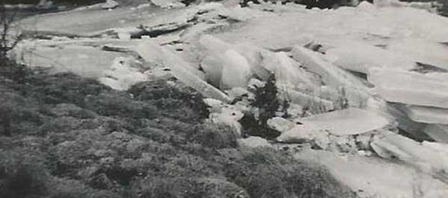 ice-blocking-up-at-yeolmbridge-in-the-winter-of-1963-2-photo-courtesy-of-tarry-barriball