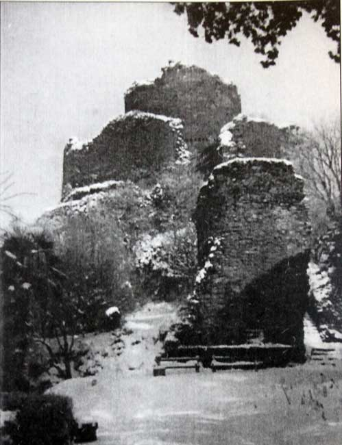 launceston-castle-in-winter-1947