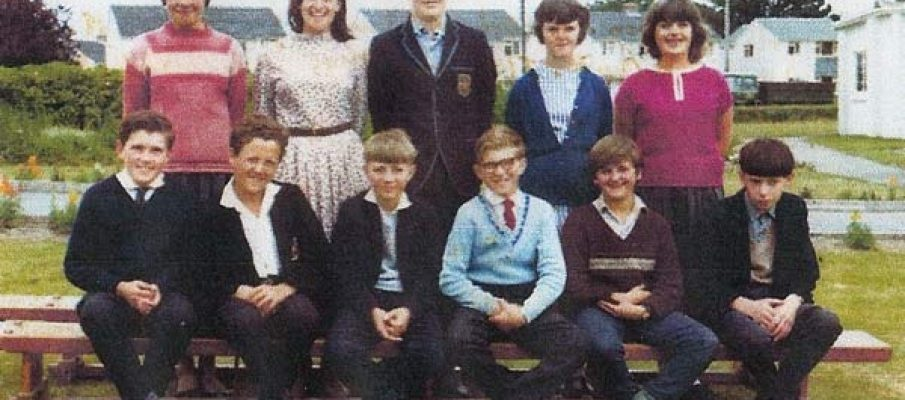 pennygillam-school-1964-back-row-l-to-r-pam-naomi-scudamore-and-george-pamela-nutley-looks-like-donald-williams-3rd-from-left-sitting