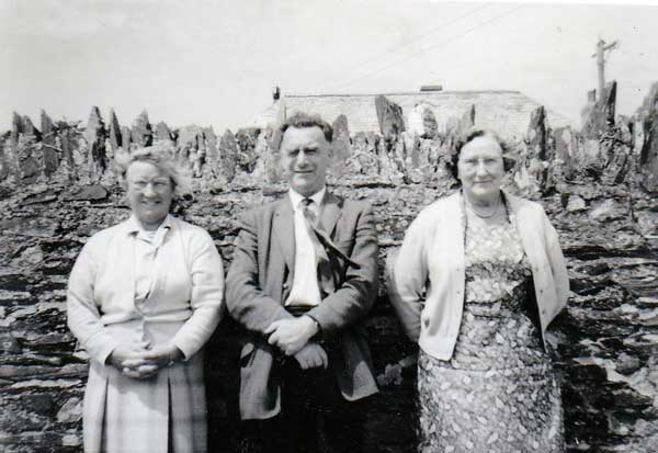 st-stephens-school-teachers-in-1962-mabel-maddever-jack-stephens-and-miss-walters-photo-courtesy-of-chris-gynn