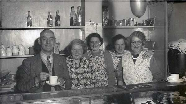 the-how-do-cafe-in-high-street-launcestoncharlie-bradford-and-his-wife-elsie-photo-courtesy-of-kathryn-hill