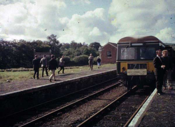 the-last-train-at-egloskerry-railway-station-in-1966