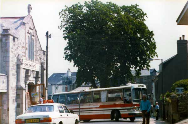 tilleys-coach-departing-the-old-sheep-market-car-park-in-westgate-street-launceston-late-1970s-photo-courtesy-of-gary-chapman