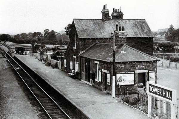 tower-hill-railway-station-in-1940