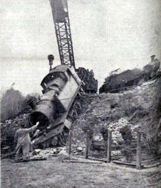 train-de-railment-at-yelverton-in-1938