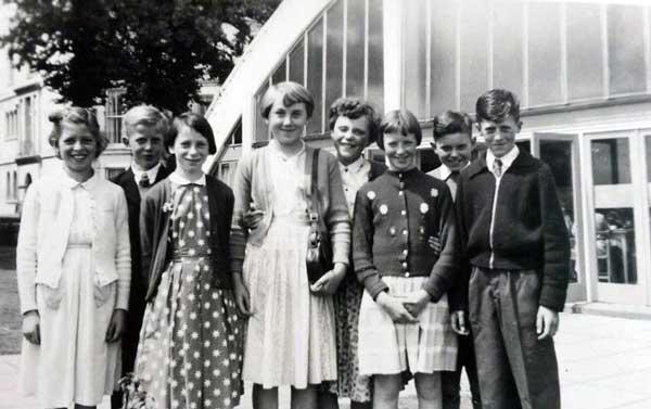 tregadillet-school-trip-1957-plymouth-hoe-edward-aze-elaine-aze-ann-yole-geraldine-prout-jean-dingle-roger-prout-dabina-taylor-and-doyg-parnel