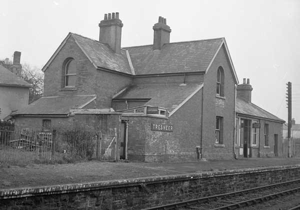 tresmeer-station-photo-courtesy-of-ray-boyd