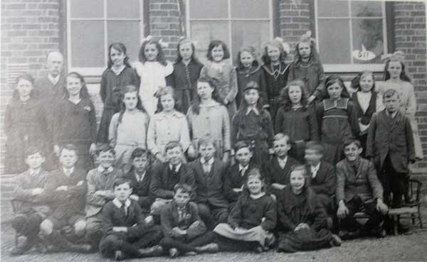 windmill-school-c-1920s-with-the-headmaster-mr-atkins