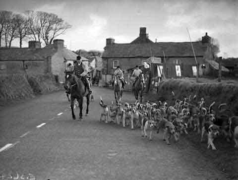 East Cornwall Hunt meet at Five Lanes in 1940.