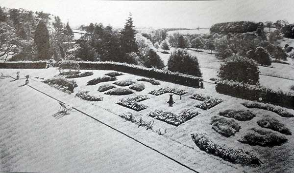 Polapit Tamar gardens in 1941.