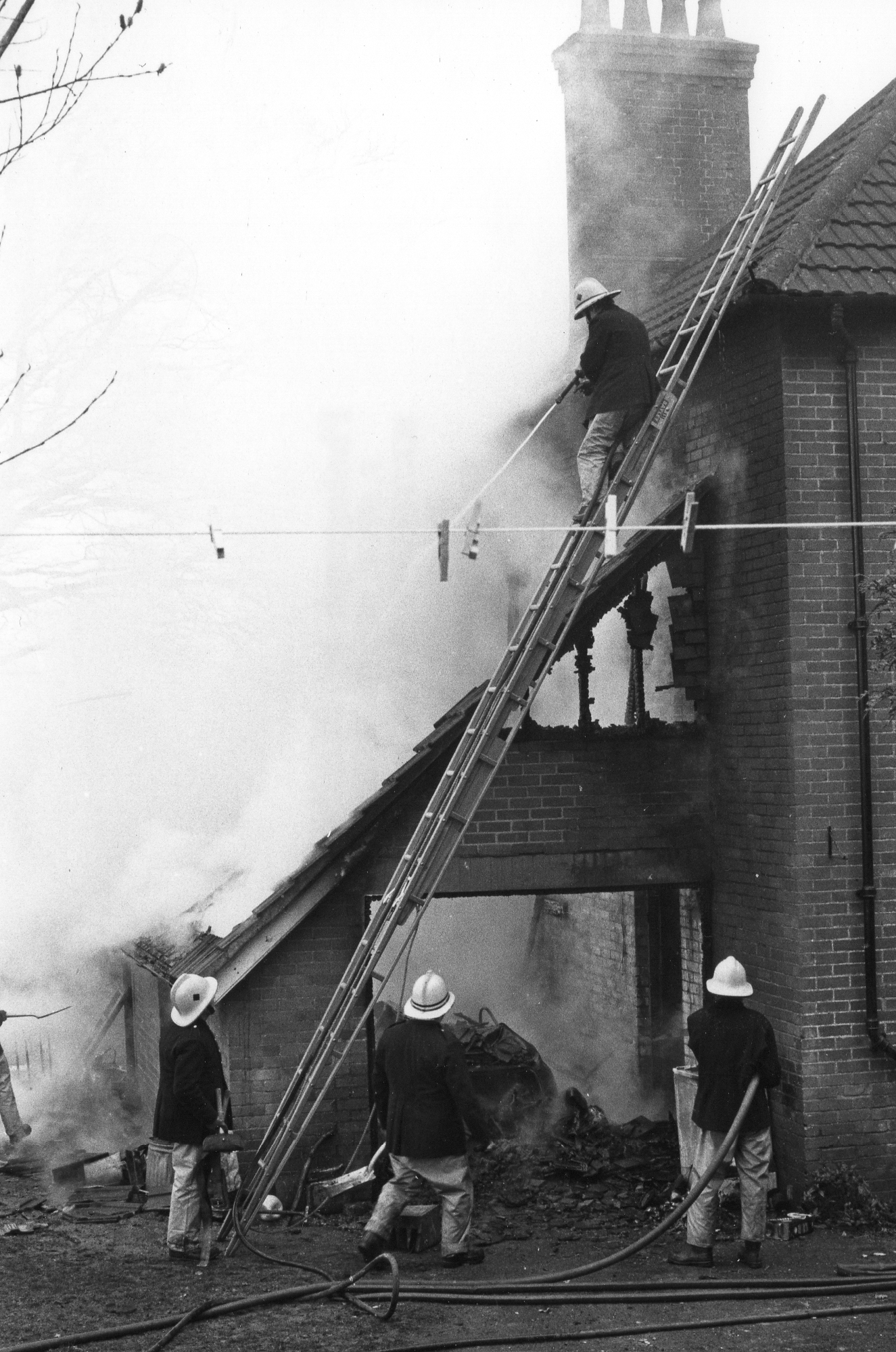 Bratton Clovelly Fire, April 4th, 1984. Photo courtesy of Gary Chapman.